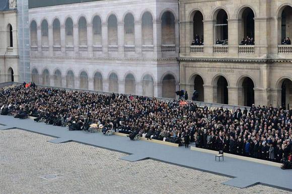 asistentes-al-homenaje-oficial-por-los-ataques-en-francia