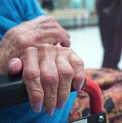 ancianos-latinos-11-249x250